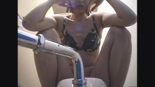 【2018夏限定・市営プール】和式トイレ潜入盗撮 18人目