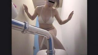 【2018夏限定・市営プール】和式トイレ潜入盗撮 20人目