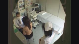 意外と美乳♪24歳公務員のミユキさんの問診シーン レディースクリニック検診隠し撮り No.12