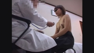 鬼畜の産婦人科診察隠し撮り File03-A 19歳ショートカットの美乳女子大生ヒロミさん 生理不順 問診