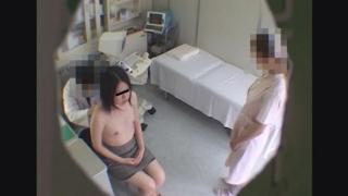黒髪で色白な美乳美女、22歳女子大生サユリさんの問診シーン レディースクリニック検診隠し撮り No.23