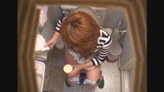 性病に感染してしまった19歳金髪おねーちゃんのサキさん ~待合室・採尿~ 婦人科診察のすべて  File06-a