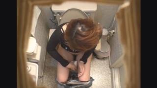ミニスカから伸びる美脚が魅力的な22歳女子大生のナナコさん ~待合室・採尿~ 婦人科診察のすべて  File07-a