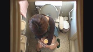 小柄でかわいらしい19歳女子大生のナナミさん ~待合室・採尿~ 婦人科診察のすべて  File13-a