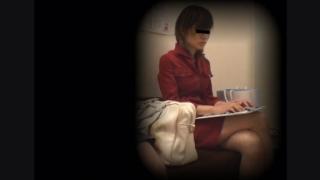 女子大生カオリさん(21) ~待合室・採尿~ 婦人科診察のすべて  File26-a