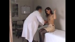 【スレンダーな美人人妻・30歳アキ」さんの問診・触診編2 産婦人科診察#020A-2