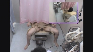 黒髪巨乳美女のレイコさん(23)の開脚内診台診察(前半)・・・ 婦人科診察のすべて File10-b