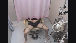 白い美脚が魅力的な女子大生アヤナさん(21)の開脚内診台診察(前半)・・・ 婦人科診察のすべて File12-b