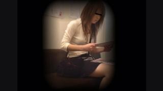 女子大生アキさん(22) ~待合室・採尿~ 婦人科診察のすべて  File25-a